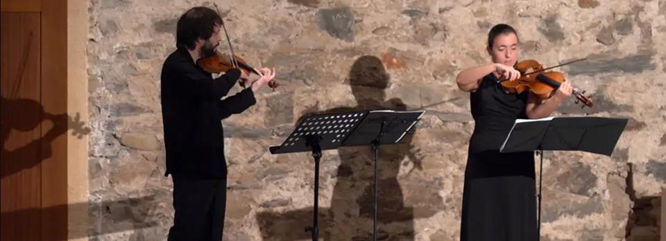 Microconcierto a cargo del Dúo Zinko (violín y viola)
